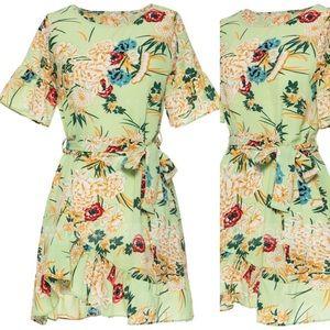 Dresses & Skirts - Green mini dress like new
